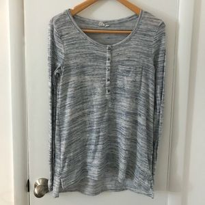 GAP Tops - Long sleeve top with button front